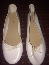 Women white flat shoes