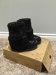 Manitobah Mukluks. Youth Size 2. Perfect Condition