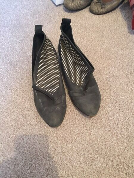 Topshop size 5 black leather studded ankle boots