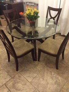 Dinette table + 4 chairs