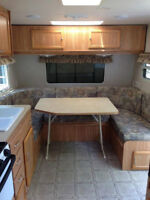 2004 19ft Layton Travel Trailer with Bunks