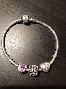 Pandora bracelet 18 ou 19cm avec 3 charms