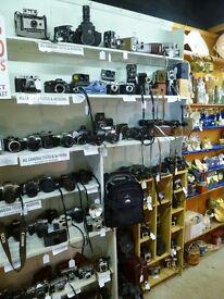 Vintage Cameras, SLRs, Folding Cameras, Collectable / Box Cameras, Cine Cameras, & Accessories/ Bags