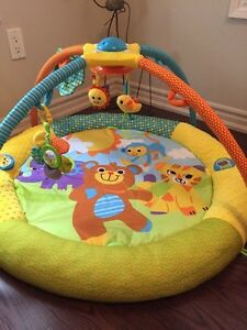 Play mat with mobile London Ontario image 1