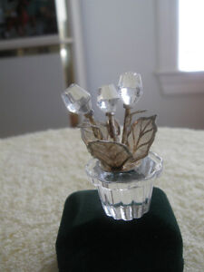 QUAINT LITTLE VINTAGE MINIATURE CRYSTAL BOWL of ROSES