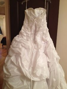 White Maggie Sottero Wedding Dress West Island Greater Montréal image 4