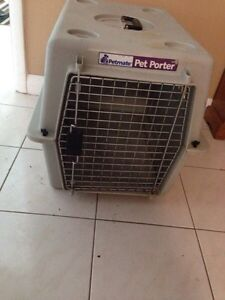 Dog travelling crate