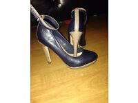 Woman's navy/nude shoes