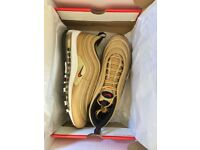 NIKE AIR MAX 97 OG QS METALLIC GOLD/VARSITY RED SIZE 9 MENS TRAINERS - 100% Authentic - NEW Boxed