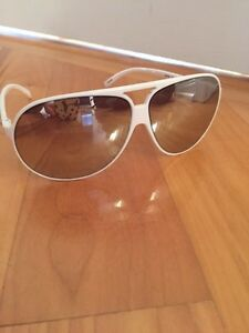 Authentic Armani sunglasses/Lunette de soleil authentique