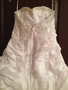 White Maggie Sottero Wedding Dress West Island Greater Montréal image 3