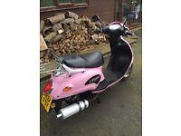 Pink lifan Lf125 moped