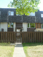 LARGE 3 Bedrooms in Rundle Park – 10607-34 St.