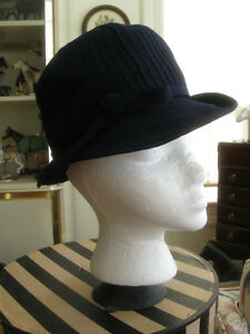GORGEOUS OLD VINTAGE CORDED BRIMMED LADY'S HAT in NAVY BLUE Watc