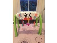 Musical evolutive arch for baby and toddler