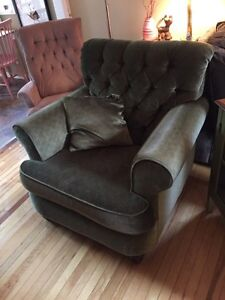 Large Green Tufted Accent Arm Chair!