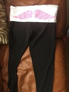 Victoria's Secret leggings and Pink t-shirt Kitchener / Waterloo Kitchener Area image 8