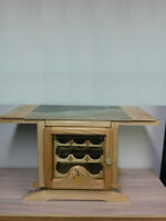 Jolie petite table basse servant de cellier au design rustique
