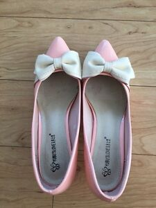 Pink Shoes with Bows 1 inch heel Sarnia Sarnia Area image 3