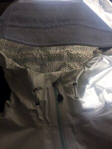 Women's Mountain Hard Wear Dry-Q Raincoat Kingston Kingston Area image 6