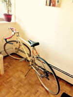 Road bike ( light weight) Tres bon Condition 21'' Frame size