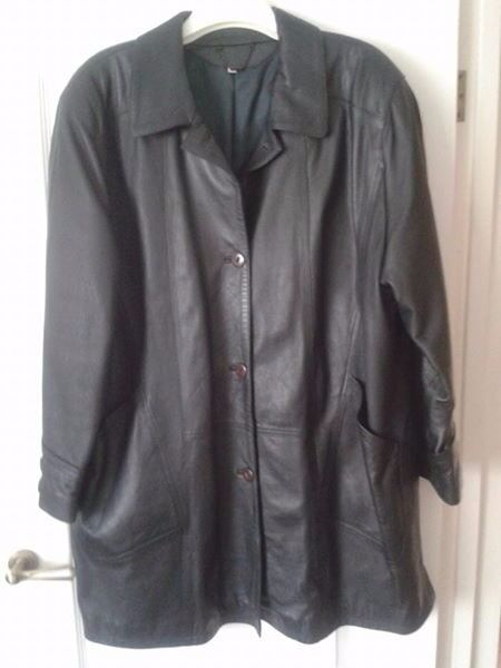 Ladies Leather Coat, very dark green, Size 20-22 (approx)