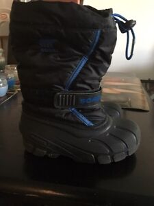 Very nice Sorel boy's snow boots size 13. AVAILABLE