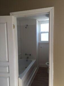 2 bedroom central sarnia $880includes utilities.  Sarnia Sarnia Area image 2