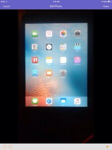 IPad mini 16GB comes with charger and is like new condition.