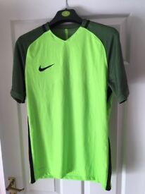 *NEW* men's Nike medium training top 'aeroswift' green