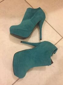 Brand new teal platform shoes/boots - size 5 (38)