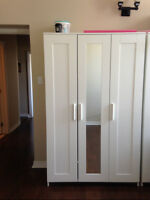 White Wardrobe with 3 Doors (1 with mirror)