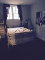 Room for rent in Chancellors Way apartment, minutes to campus