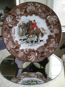 "SPORTY ""HUNT SCENE"" 10"" DECORATIVE PLATE complete with HANGER"