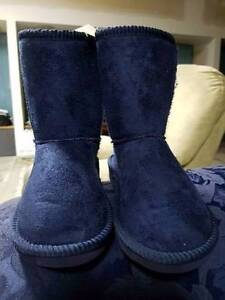 Brand New Navy Blue slipper/ugg boots for kids, size 11 Seaford Frankston Area Preview