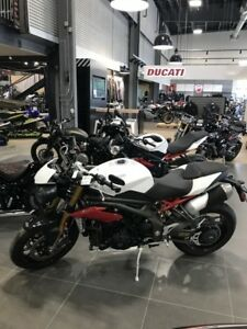 2017 Triumph Speed Triple R Crystal White