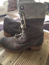 Kickers size 8 suede boots-grey