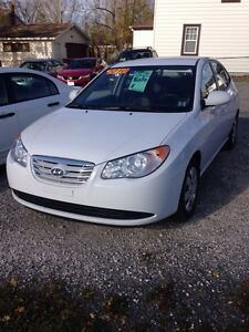 2010 HYUNDAI ElANTRA FULLY LOADED LOW KMS !!!