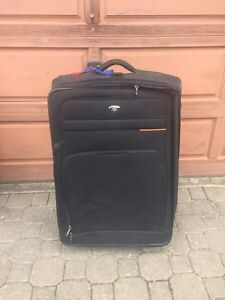Black Large Travel Bag/Suitcase (Great Condition)