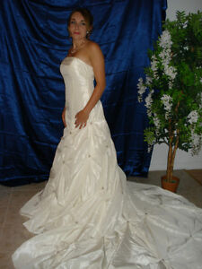 NEW WEDDING DRESS - ROBE DE MARIEE