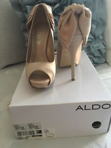 Nude coloured peep toe pumps  Oakville / Halton Region Toronto (GTA) image 1