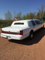 6-8 PASSENGER LINCOLN TOWN CAR, WEDDINGS, CORPORATE TOUR