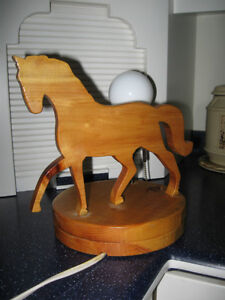 CLASSY LITTLE HAND-CRAFTED SOLID WOOD HORSE TABLE LAMP