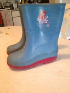 Girl's boots size 12 and 10 and boy's boots size 13. AVAILABLE Gatineau Ottawa / Gatineau Area image 3