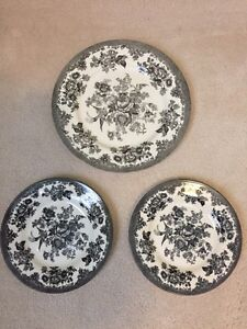 Toile Chic Plates