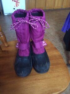 Girls size 3 Kamik boots