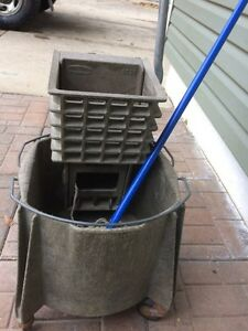 Rubbermaid commercial mop bucket with wringer Regina Regina Area image 2