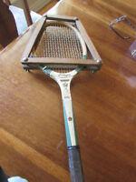 Raquette de tennis de collection J.C.Higgins en bois