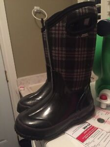 Size 13 girls BOGS winter boots - worn once  Cambridge Kitchener Area image 1