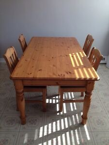 IKEA dinning room table with 4 chairs